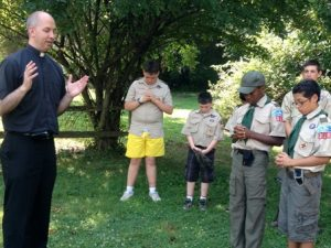 Pastor prays with Scouts