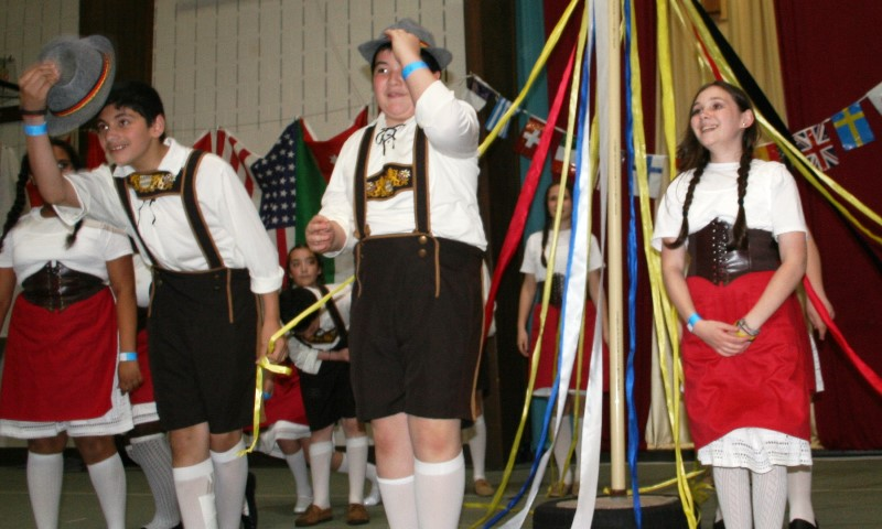 GlobalFest 2015 - german may-pole dance